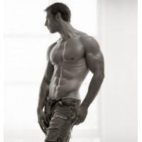 Спортивные красавцы из рекламы негативно влияют на мужское восприятие своего тела.